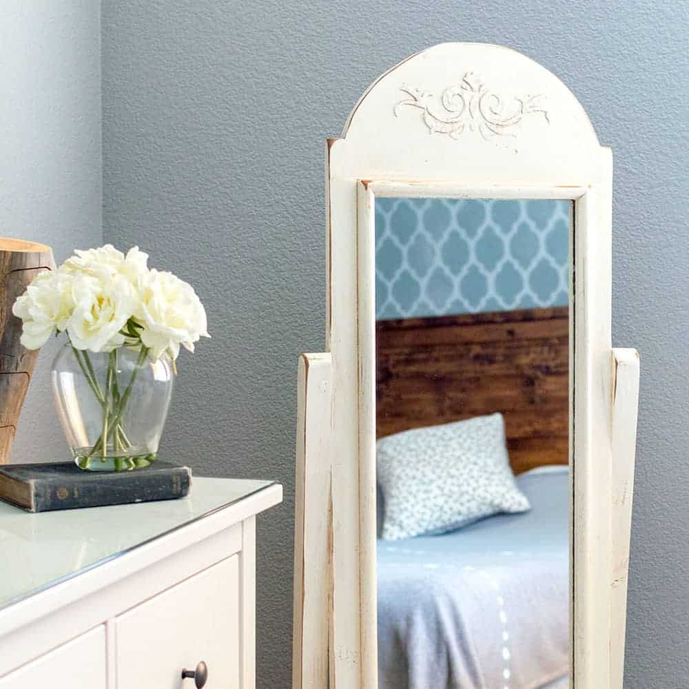 How to Upcycle a Shabby Chic Mirror from the Thrift Store